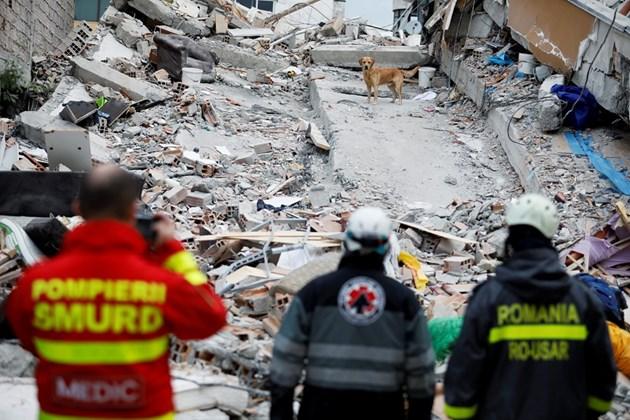 Жертвите на земетресението в Албания вече са 51 (Снимки)