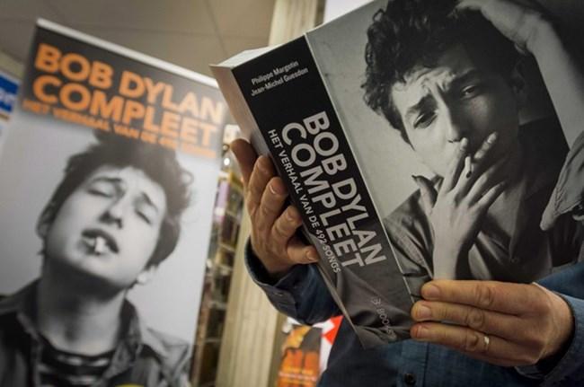 """Музикантът и поет Боб Дилън взе """"Нобел"""" за 2017 г. при залози на букмекърите 50 към 1."""