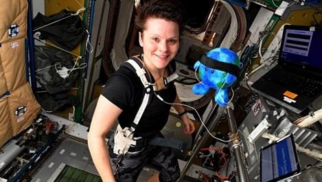 Екипаж само от жени полита в космоса