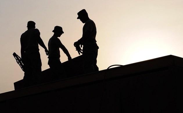 Държавата ще спасява заетостта в седем сектора