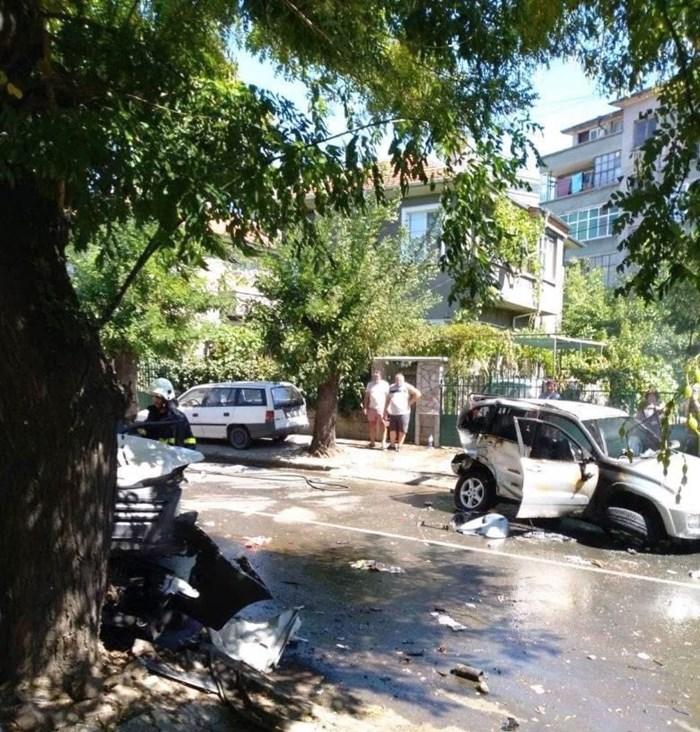 Част от помлените коли при невиждането меле в Айтос. Снимка:Фейсбук/Шофьори Бургас