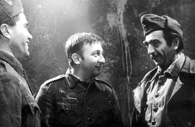 """Най-голямото прецакване. Във филма """"Тримата от запаса"""" Парцалев играе силно и разтърсващо и всички са убедени, че той  ще получи наградата за най-добра мъжка роля. Буквално часове преди връчването на наградата името му е задраскано и дават отличието на Кирил Господинов."""