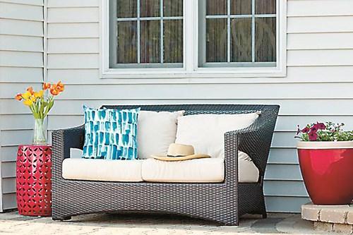 Поддържане на меката мебел в двора