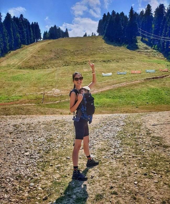 Луиза качи Бран в планината