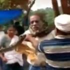Спасиха мъж в Индия от смъртоносен питон, увит около врата му