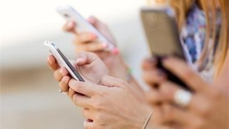 Дългото използване на мобилния телефон изкривява гръбначния стълб