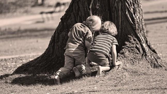 Детето на приятелка се държи агресивно към вашето. Как да постъпите?
