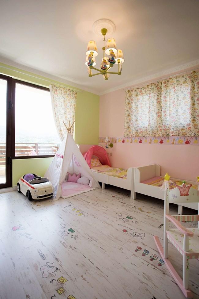 Стаята на близначките и тяхната зона за игра