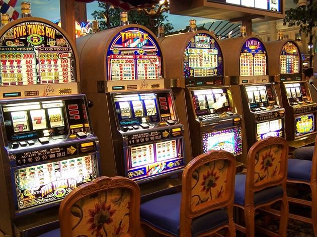 Условна за жена, вилняла в казино след загуба на ротативки