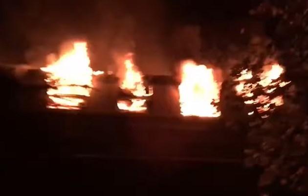 Пламна влак с футболни фенове в Берлин (Видео)
