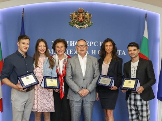 Министър Кузманов поздрави шампионите ни от Европейското по спортна аеробика