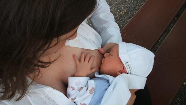 Хранене на бебето през първите 24 часа вкъщи