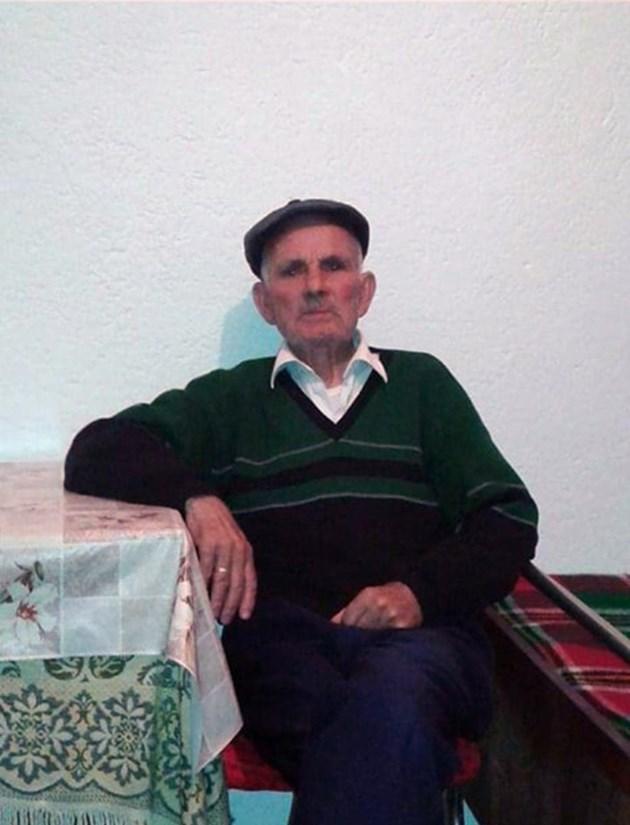 Дядо Ибрахим прикован за леглото