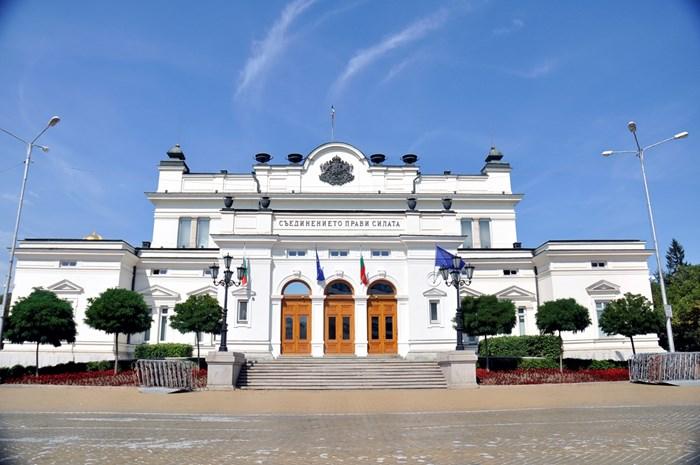 """Сграда на парламента на площад """"Народно събрание""""."""