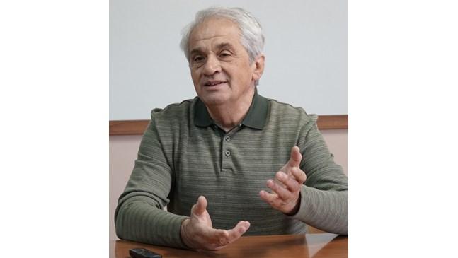 Борис Бесарабов: Отличник се възпитава със свобода, а не  със забрани. Не шестиците, а знанията и желанието за  промяна го правят успешен