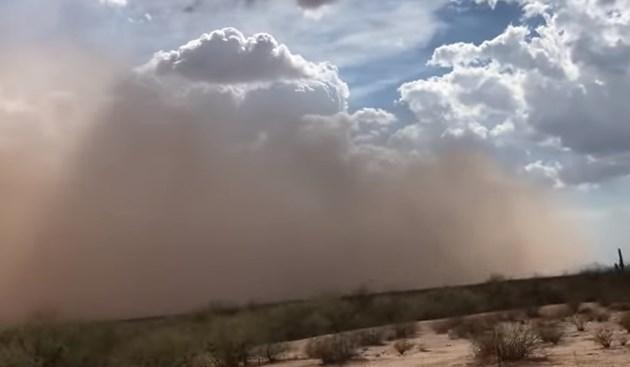 Огромна пясъчна буря връхлетя американския щат Аризона (Видео)