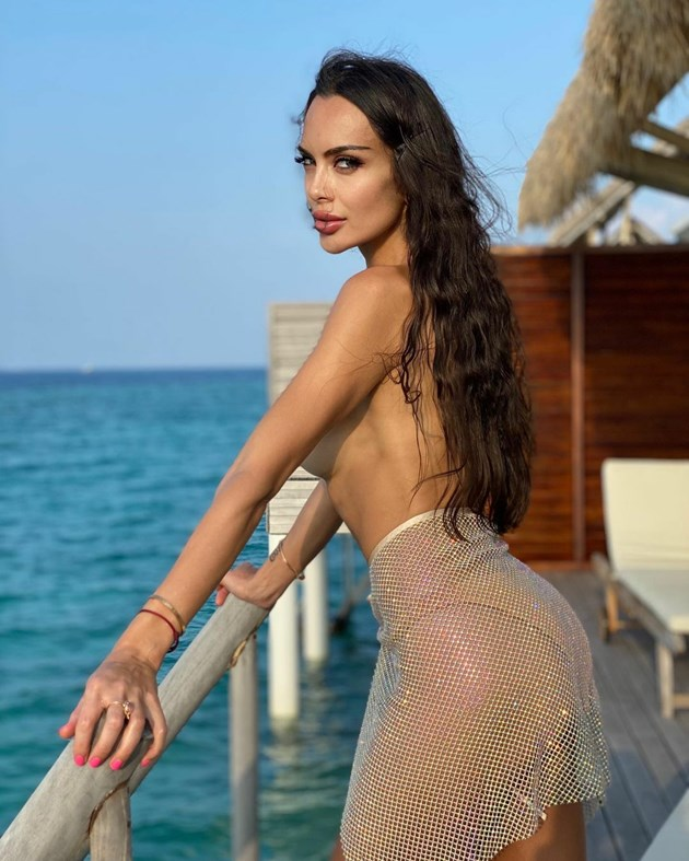 Лияна с щерката без срам на Малдивите