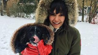 Нина Добрев говори на български и прави баница за Коледа (Видео, снимки)