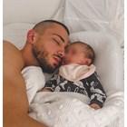 Бебето приспива Наум Шопов