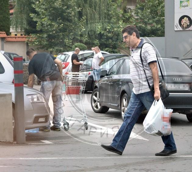 Бойко Великов минава тънко в магазина