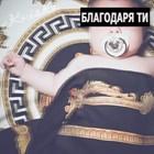 Бебето на Криско със златен биберон