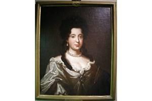 Портрет на Анна Мария Луиза Медичи, която подписва семейния пакт, с който се запазва богатството им за Флоренция.