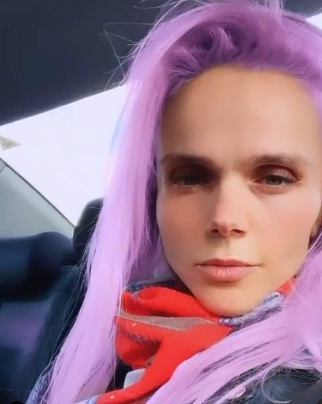 Божидара Бакалова с лилава коса