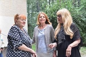 Слово изнесе кметът на София Йорданка Фандъкова, а Богдана Карадочева поднесе пред плочата 3 червени рози.