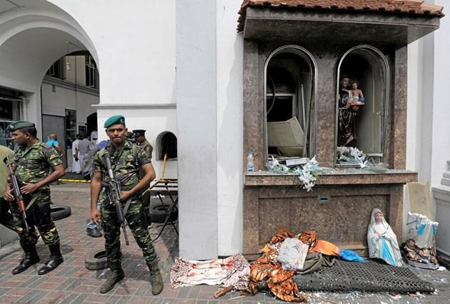 7 арестувани за атентатите в Шри Ланка, най-малко 207 са убити