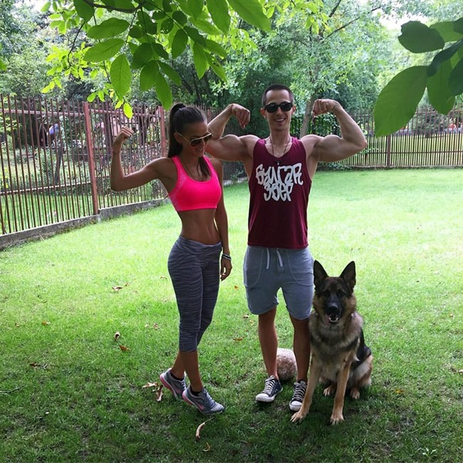 Заедно с приятелката си Теа и кучето им, снимка: личен архив