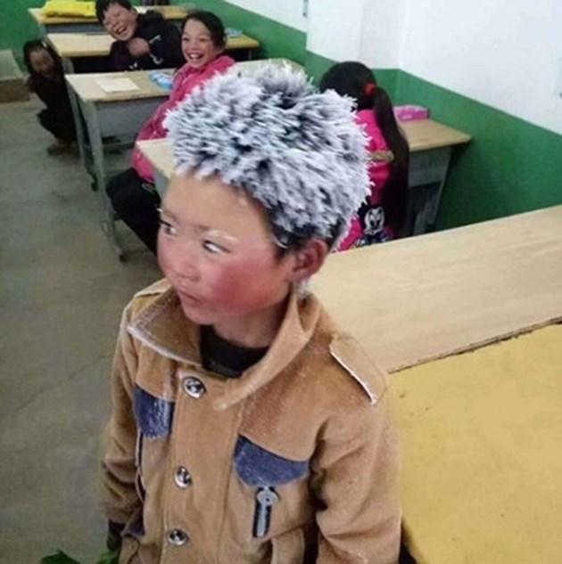 Китайче побелява от студ