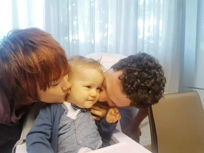 Рожденика Адриан с родителите си