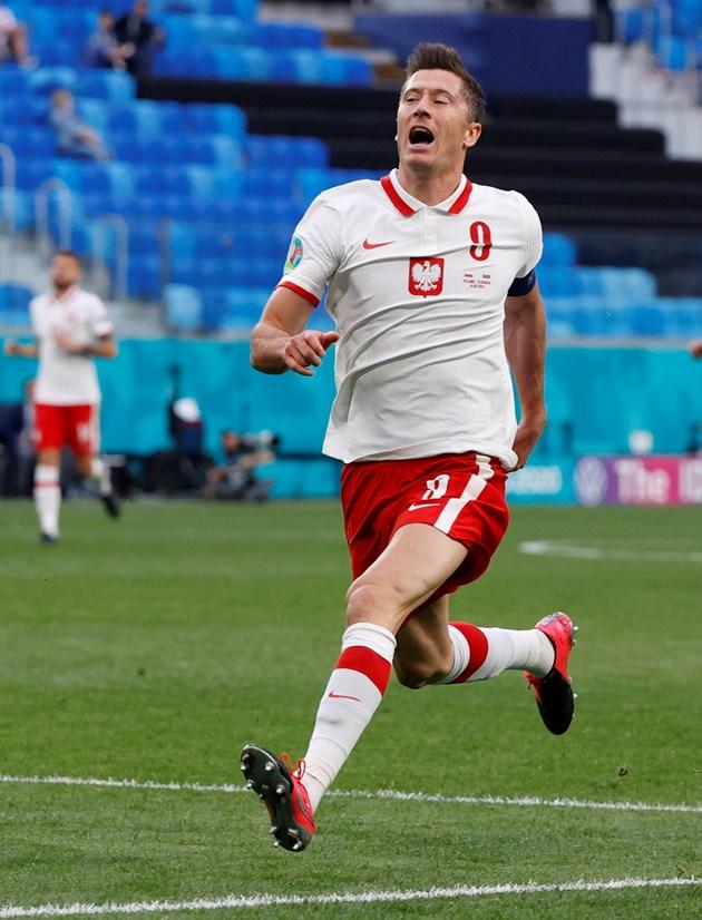 Левандовски не успя да блесне срещу Словакия Снимка: Ройтерс