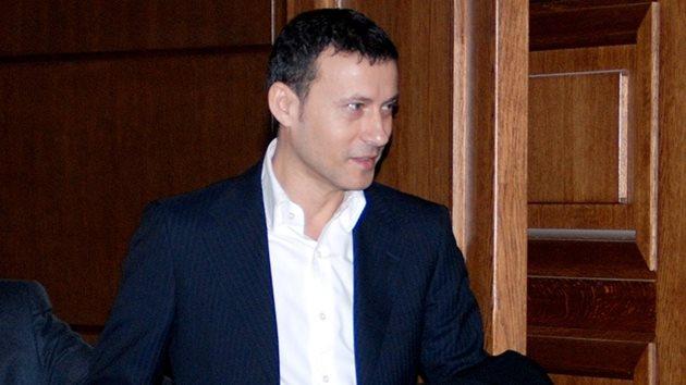99a62d68e92 СРС-та заковават Миню Стайков за цигарите - България Днес