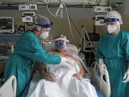 Полски лекари: Пандемията е по-лоша, отколкото изглежда