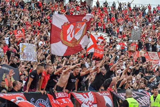 """Феновете подкрепят тима от """"Армията"""""""
