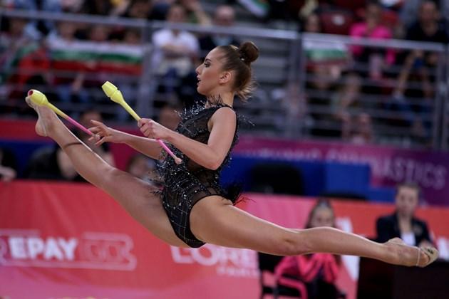 Тасева учи мексиканките на гимнастика