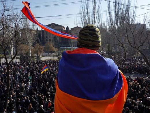 Политическата криза в Армения: Каква ще е развръзката ?