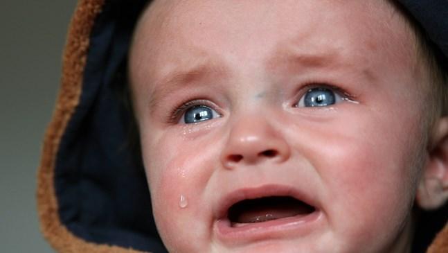 Блокиран слъзен канал при бебето. Какво да правя?