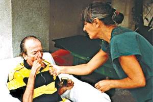 ДО КРАЯ: фотев и суъпругата му Виолета, която споделя последните години от живота му.