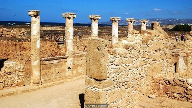 Само колони са останали от древния храм на Афродита в Пафос, където жените са били принуждавани да правят секс с непознати.