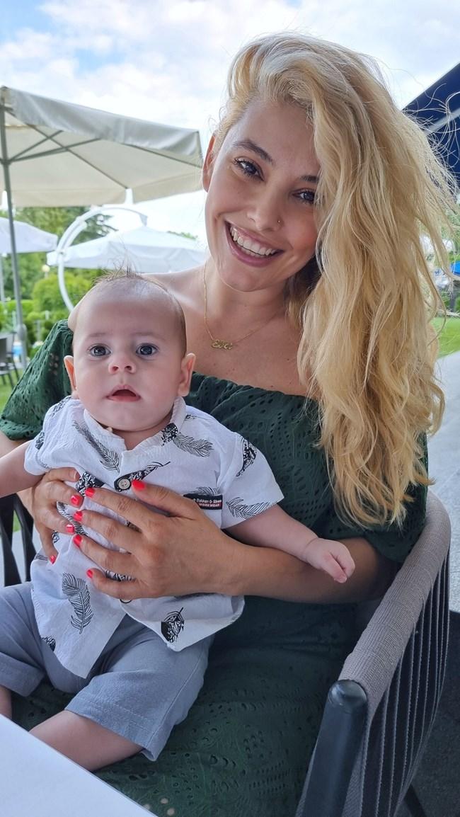 Ева Веселинова с малкия Борис.