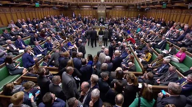 Британският парламент одобри отлагане на Брекзит