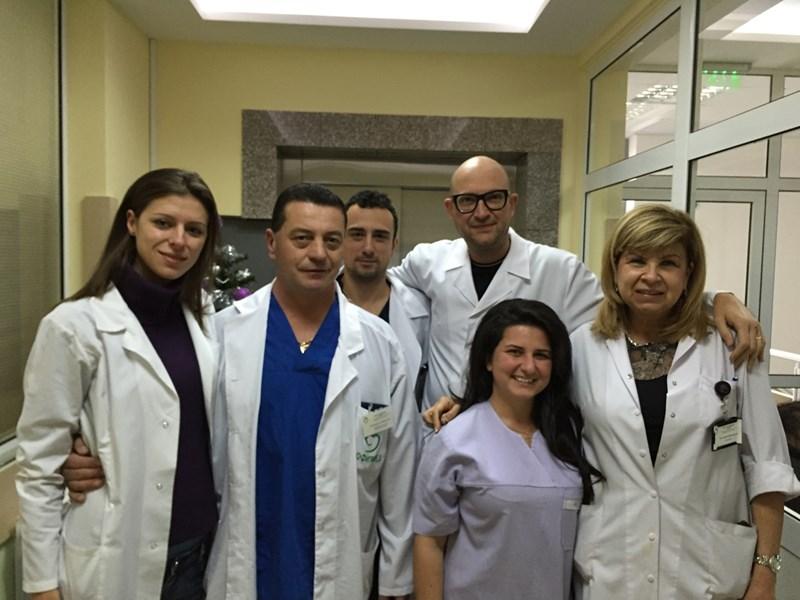 Доц. Димитър Марков заедно с колегите си от съдова хирургия.