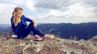 Михаела Филева на разходка в Родопите