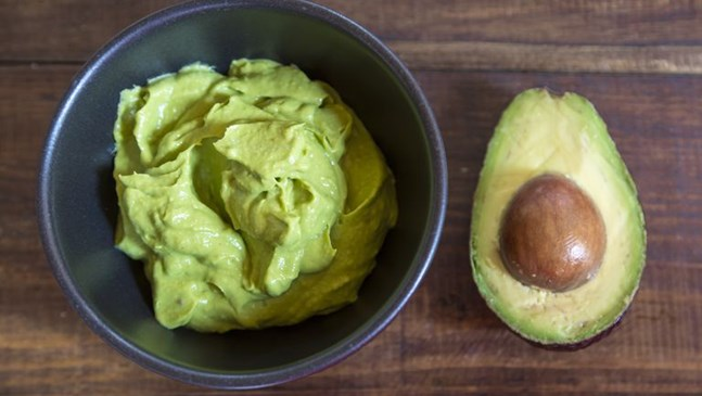 Бебешко пюре с банан и авокадо