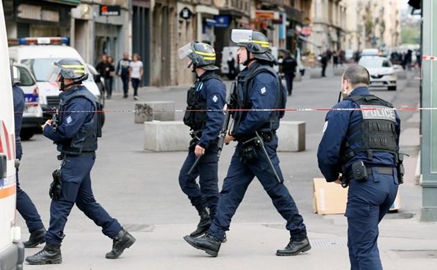 Френската полиция издирва заподозрян след взрива в Лион, вижте мястото на инцидента