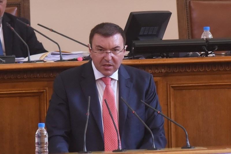 Здравния министър проф. Костадин Ангелов по време на парламентарния контрол днес. Снимки Велислав Николов
