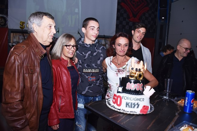 Парти-изненада по повод 50-ия юбилей на Роси Букова