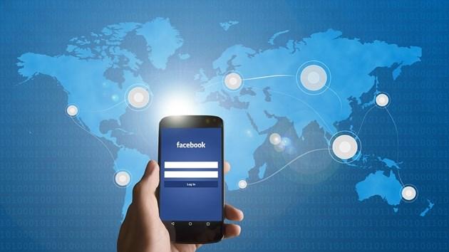 Фейсбук и Инстаграм отново се сринаха
